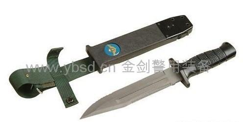 伞兵钩刺囹�a_性能特点:九九式伞兵刀由刀体与刀鞘组成,具有割,刺,锯,砍等功能.